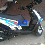 Motociclistas lo emboscan y le roban motoneta a mano armada en La Curva