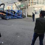 Auto particular choca y derriba poste de teléfono en Boulevares del Lago